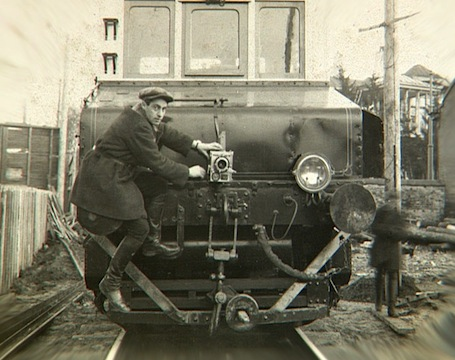 Mikhail_kaufman_on_train